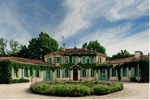 Château de l'Isle - Chambres d'Hôtes : Bed and Breakfast near Avensan