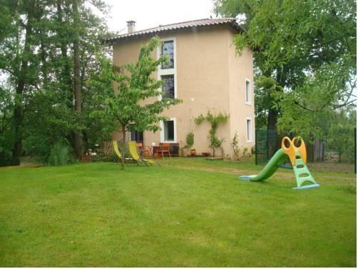 Gîte au Martin Pêcheur : Guest accommodation near Illiat