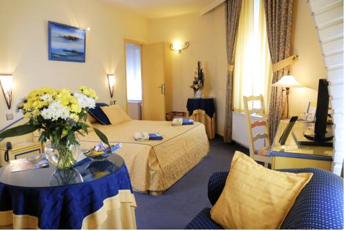 Les Reflets Jaunes : Hotel near Givet