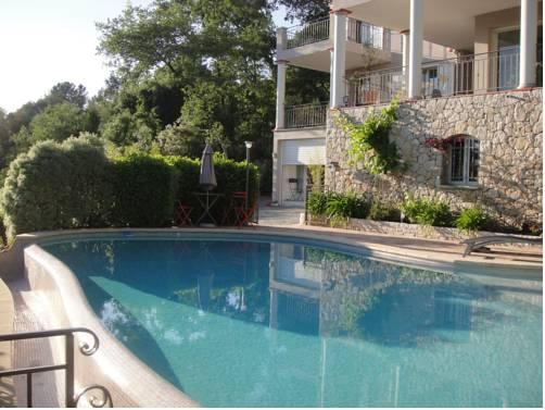 Côte d'Azur Sous les Pins : Apartment near Roquefort-les-Pins
