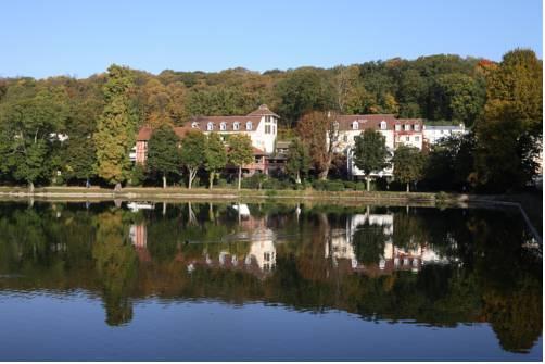 Les Etangs de Corot : Hotel near Marnes-la-Coquette