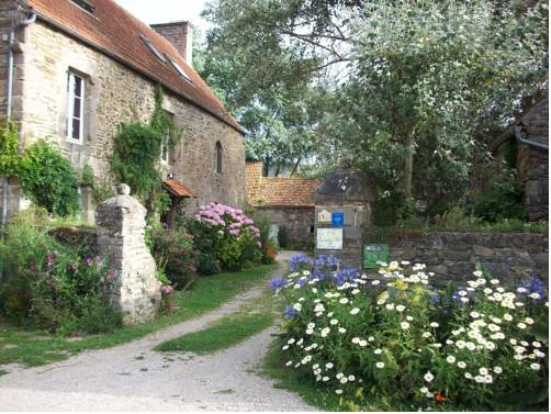 Le p'tit hameau de Sey : Guest accommodation near Saint-Vaast-la-Hougue