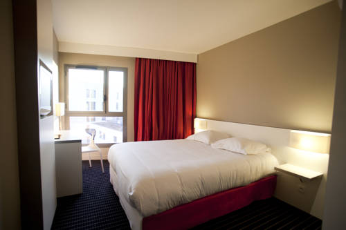 Résidence Ôtelia Affaires & Bien-être : Guest accommodation near Vénissieux