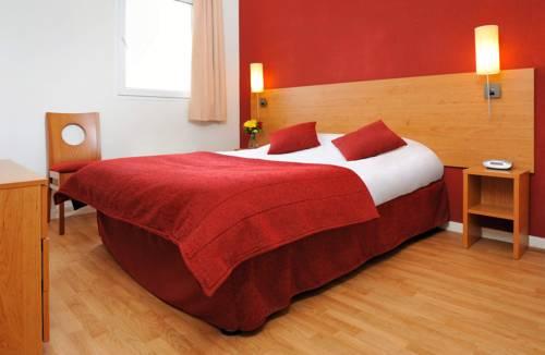 Séjours & Affaires Reims Clairmarais : Guest accommodation near Poilcourt-Sydney