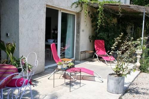 Aux Roses de l'Etang : Guest accommodation near Capestang