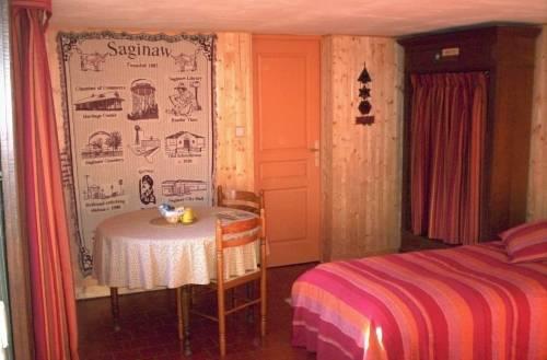 Manoir du Val Harangt : Bed and Breakfast near Avernes-sous-Exmes