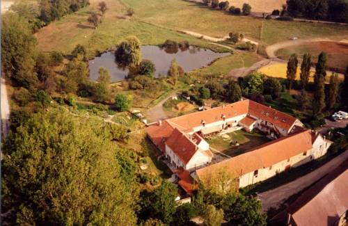 La Ferme des Moulineaux : Bed and Breakfast near Plaisir
