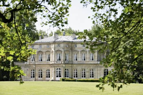 Château De La Motte Fenelon : Hotel near Cauroir