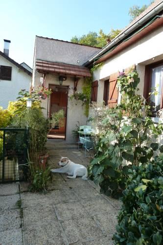 Gîte Les Iris : Guest accommodation near Quincy-Voisins