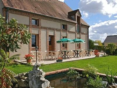 Logis Hotel Le Nuage : Hotel near Feins-en-Gâtinais