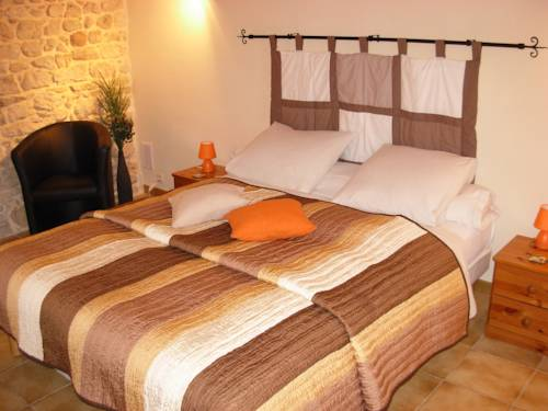 Chambres D'Hotes La Maison Des Chiens Verts : Bed and Breakfast near Argis