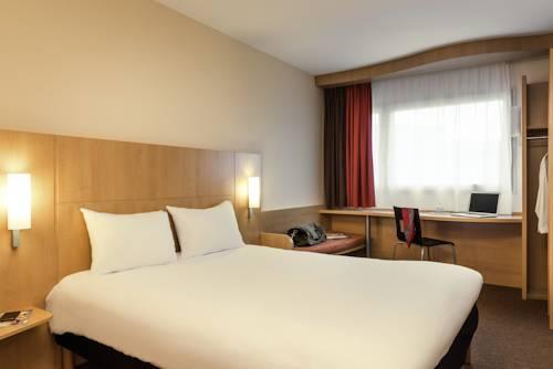 ibis Paris Poissy : Hotel near Herbeville