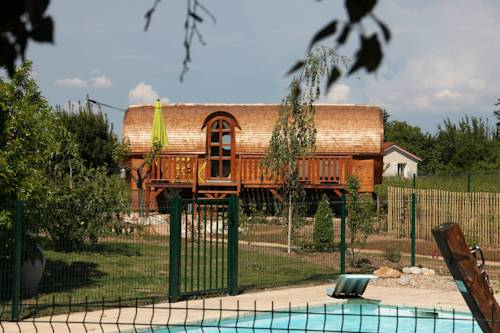 Les Roulottes Viticoles : Bed and Breakfast near Fareins