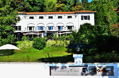 Hostellerie du Country Club : Hotel near Boissettes