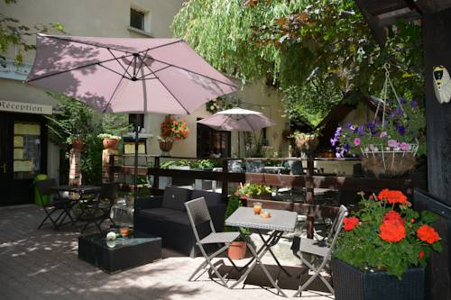 Hotel & Restaurant Le Chalvet : Hotel near Saint-André-d'Embrun