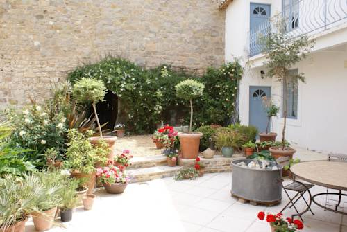 Numero Sept : Bed and Breakfast near Aigues-Vives