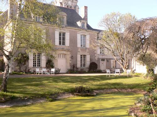 Logis Saint Aubin : Bed and Breakfast near Béhuard