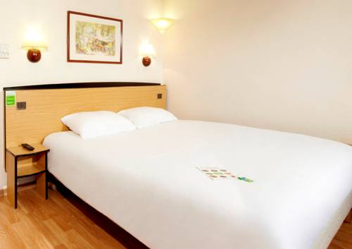 Campanile Charleville-Mezières : Hotel near Warnécourt