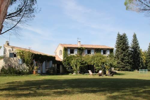 Le Mas des Pins : Guest accommodation near Saint-Maime