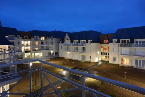 Domitys La Plage de Nacre : Guest accommodation near Courseulles-sur-Mer