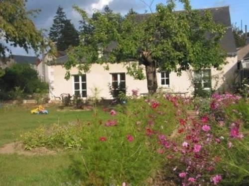 Le Jardin des Tourterelles : Guest accommodation near Saint-Martin-le-Beau