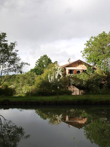 Gîte Au Jardin : Guest accommodation near Jusix