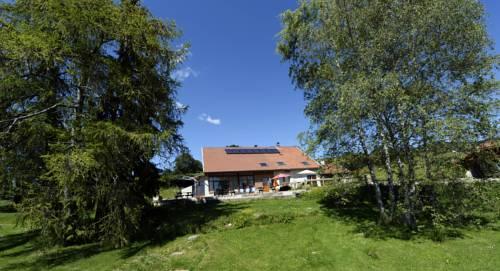 Chambres & Gites les Pelaz : Guest accommodation near Brénod