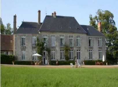 Château de Sarceaux : Bed and Breakfast near Damigny