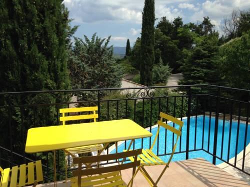 B&B Les Volets bleus : Bed and Breakfast near Venelles