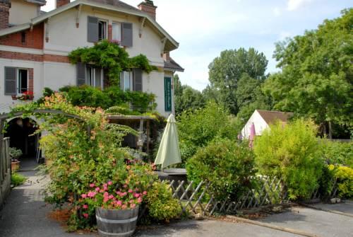Hôtel De La Chapelle : Hotel near Dampierre-en-Yvelines