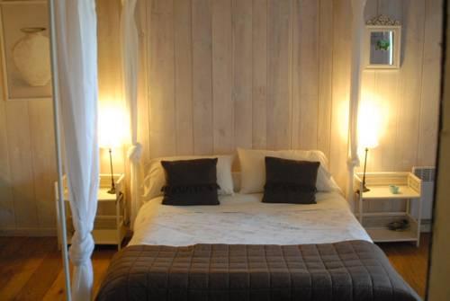 Les Jardins de la Contie : Guest accommodation near Felzins
