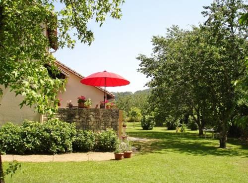Chambres du Pont de Lauque : Bed and Breakfast near Puybrun