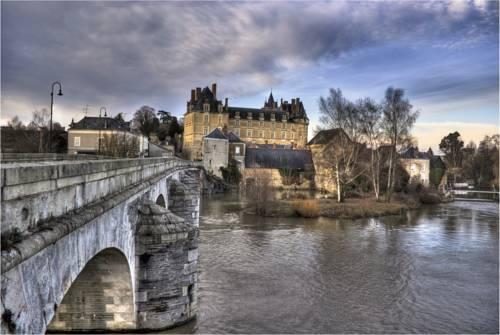 Chateau de Durtal : Bed and Breakfast near Baracé