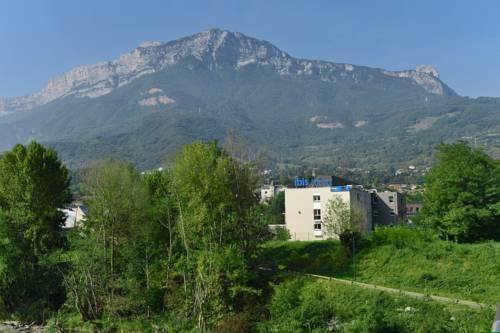 Ibis Budget Grenoble Sud Seyssins : Hotel near Montchaboud