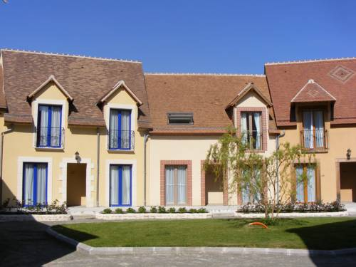 Les Belleme Golf Apartments : Guest accommodation near Appenai-sous-Bellême