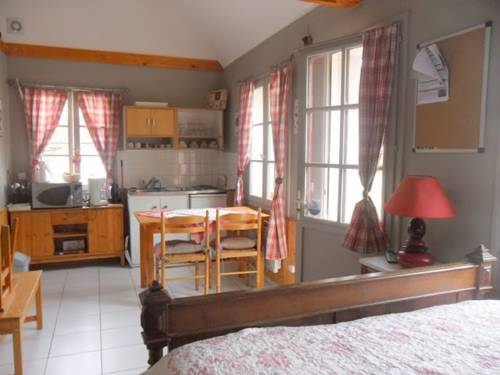 Gites - chambres d'hôte - roulottes - du Ternois : Guest accommodation near Diéval