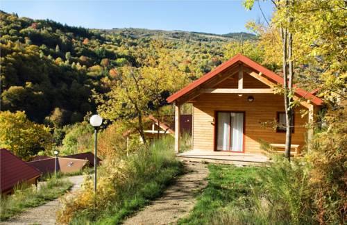 Villages de Gîtes des Châtaigniers du Lac : Guest accommodation near Montselgues