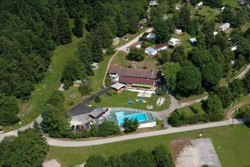 Team Holiday - Camping Le Balcon de Chartreuse : Guest accommodation near Saint-Nicolas-de-Macherin