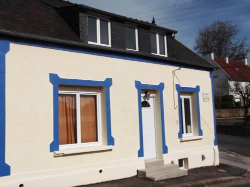La Maison Bleue : Guest accommodation near Ploubezre