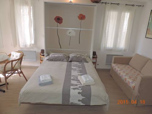 Les Cigales d'Estoublon : Apartment near Beynes