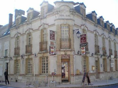 Le Cheval Blanc : Hotel near Vienne-en-Val