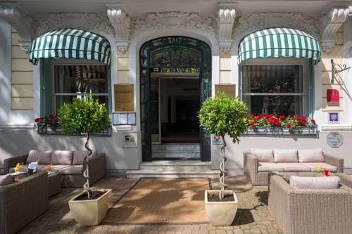 Inter-Hotel Vichy Les Nations : Hotel near Bellerive-sur-Allier