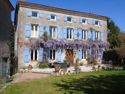 Manoir Camélia : Bed and Breakfast near Saint-Estèphe