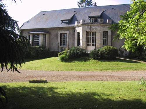Domaine de l'Etang : Bed and Breakfast near Montbavin