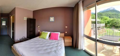 Hôtel Les Flots Bleus : Hotel near Saint-Vincent-les-Forts