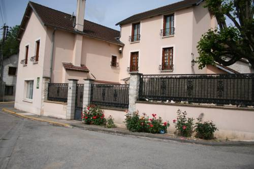 Le Pingouin : Guest accommodation near Freneuse