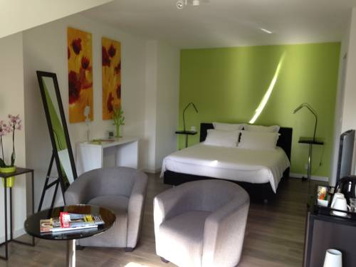 Les Chambres Lauryvan : Bed and Breakfast near Saint-Junien