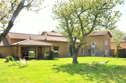 B&B La Cerisaie : Bed and Breakfast near Messimy-sur-Saône