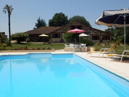Gîtes Perruchet : Guest accommodation near Vic-Fezensac