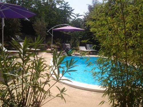 Gîtes Les 3 Cigales : Guest accommodation near Salavas